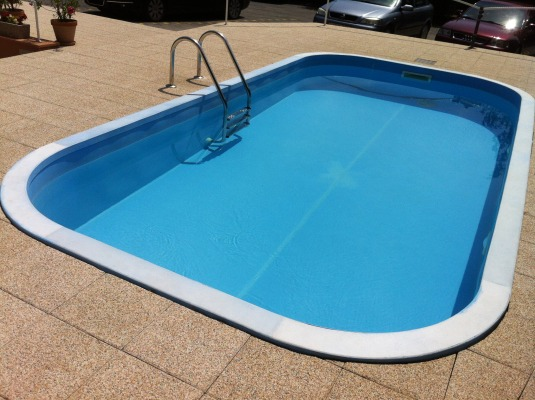 MEDENCE - POOL- SWIMMINGPOOL